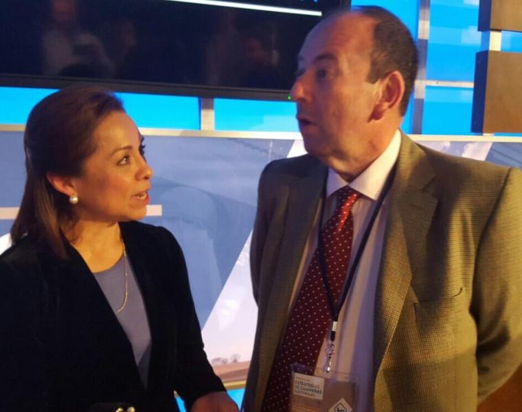 Josefina de Vazquez Mota, ex Candidata a Presidente de México conversando con Emilio Cubas Gusinky