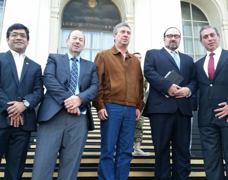 Emilio Cubas Gusinky acompañado del Presidente del Tribunal Electoral de Argentina y Paraguay y la delegación de observadores internacionales en las elecciones presidenciales Argentina 2015